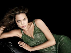 Angelina Jolie 2 Layout