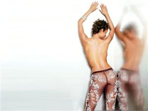Halle Berry Layout